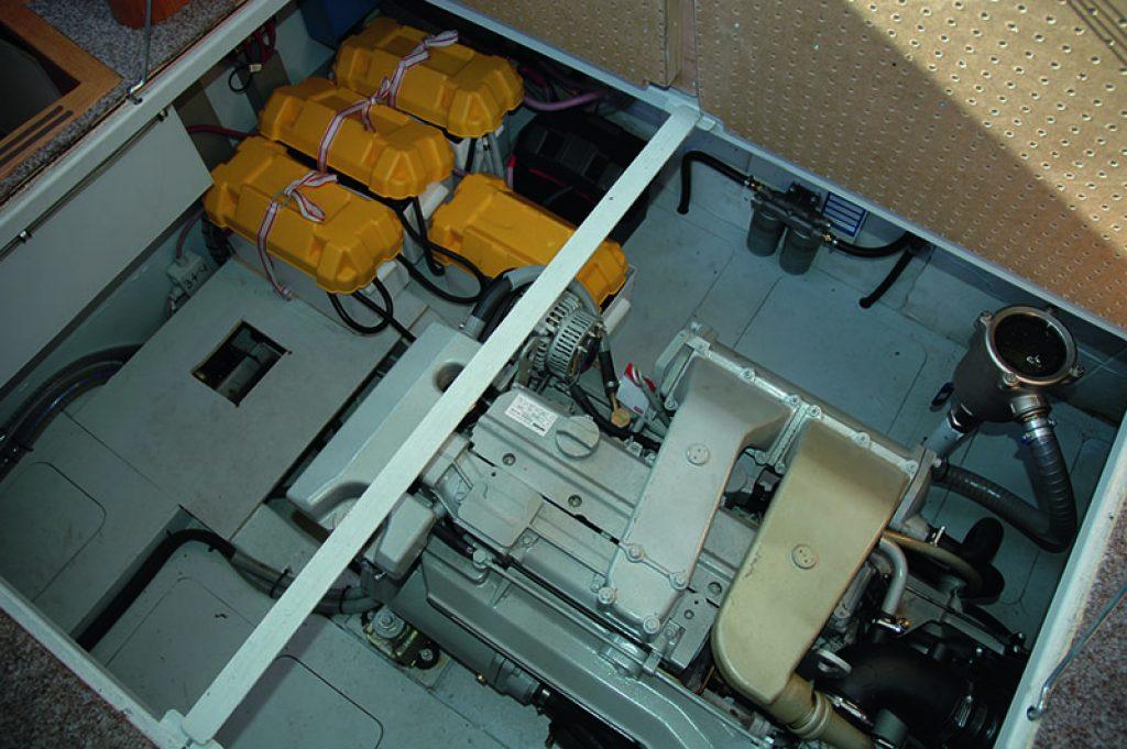 Caro 25 Maschinenraum mit Vetus-Deutz-Diesel